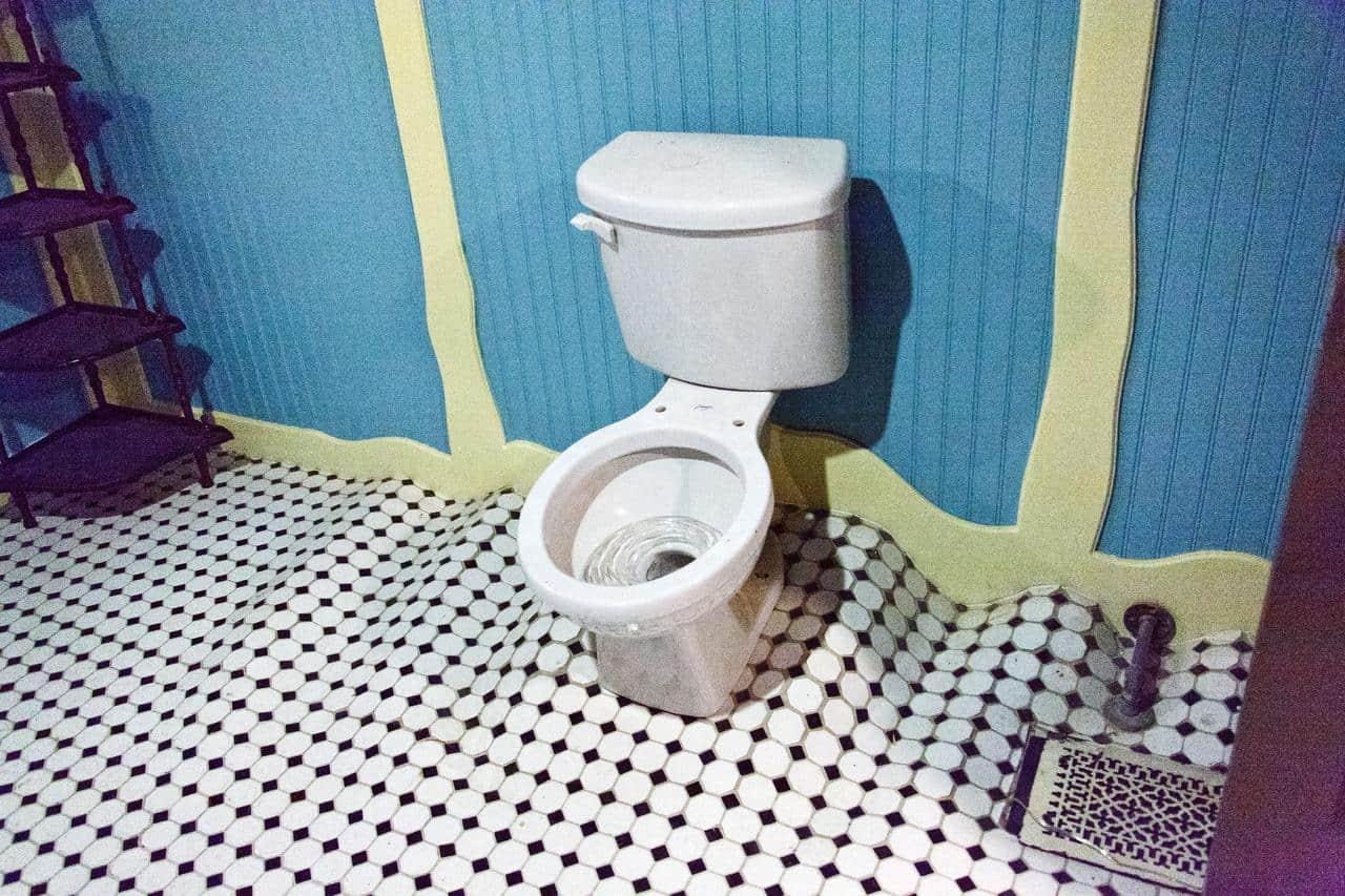 Toilet Warp